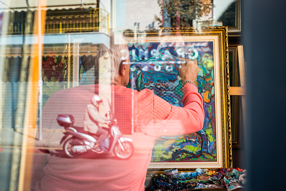 Painter in Tirana, Albanie